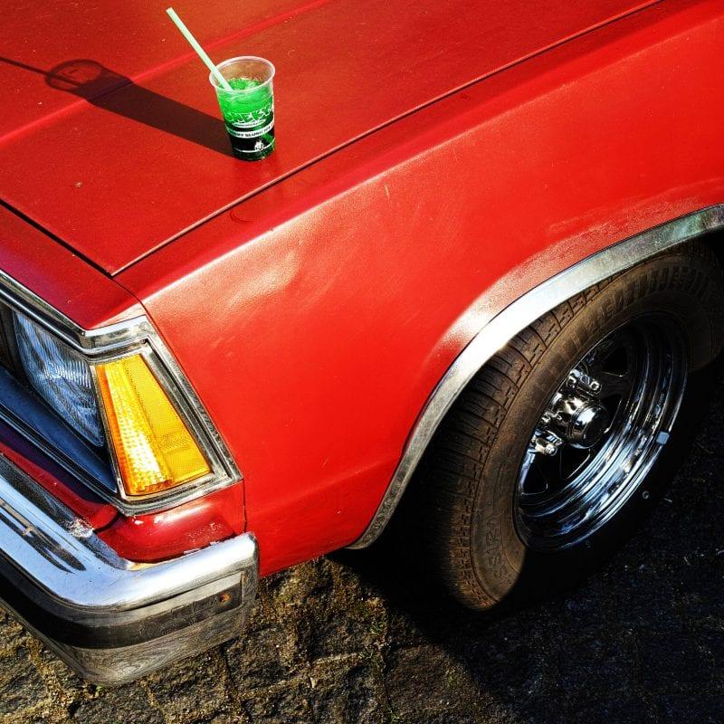 红色的车 street photography,彩色,曼努埃尔·阿曼尼斯(Manuel Armenis)