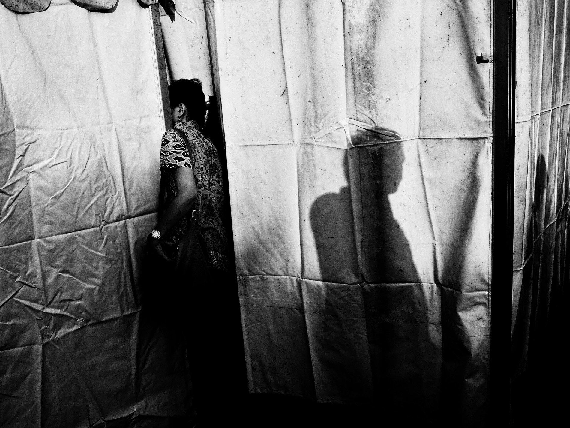 silhouette shadow black & white, contrast photography by Aji Susanto Anom