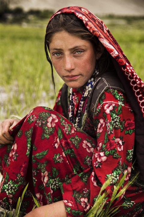 afghanistan woman portrait photography in color by mihaela noroc, the atlas of beauty series