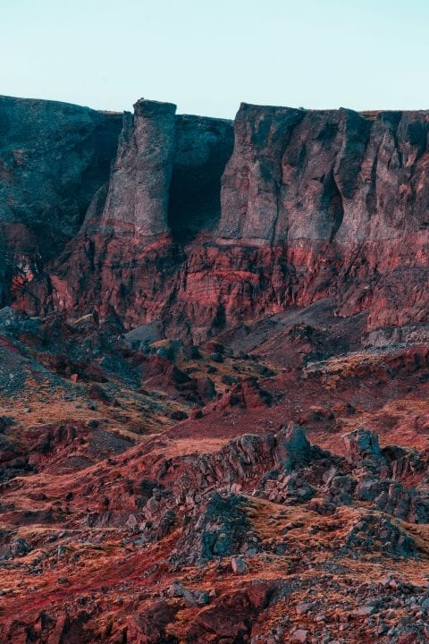 Farbfotografie, Landschaft aus Island, rote Berge