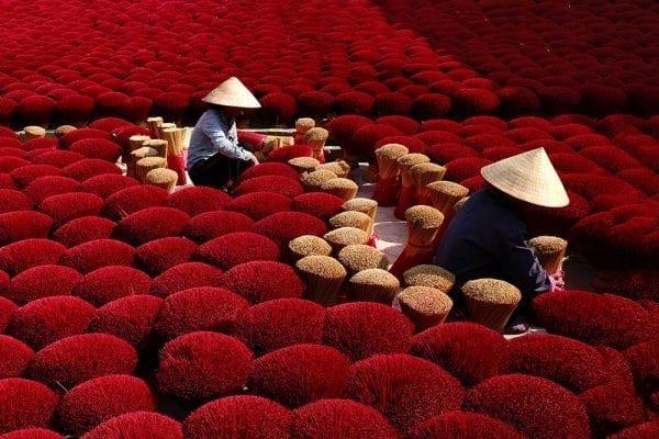 Farbfotografie, Vietnam, roter Weihrauch