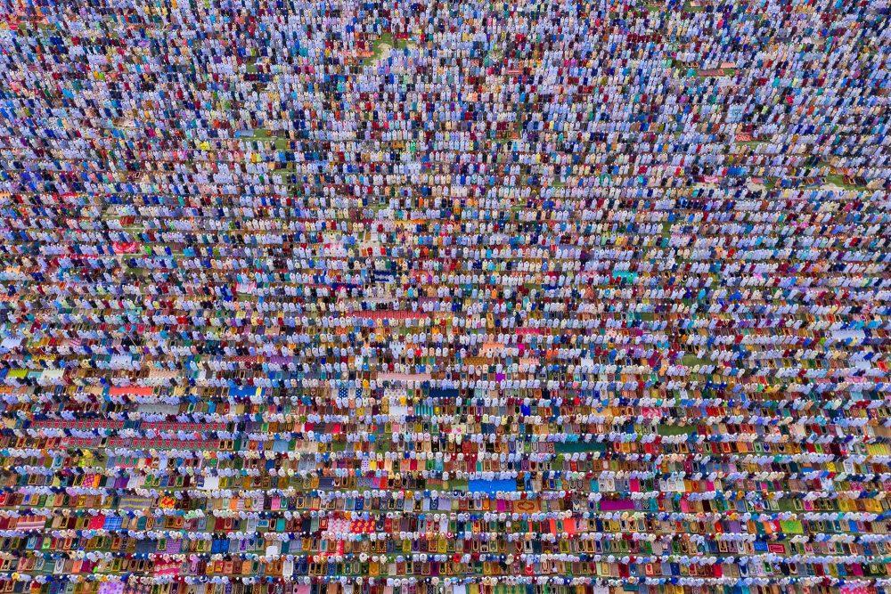 Menge von oben dokumentarische Fotografie von Azim Khan Ronnie