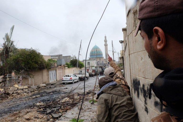 Les forces irakiennes tentent de localiser un tireur d'élite dans l'ouest de Mossoul, dans le nord de l'Irak - 23 mars 2017 Alpeyrie