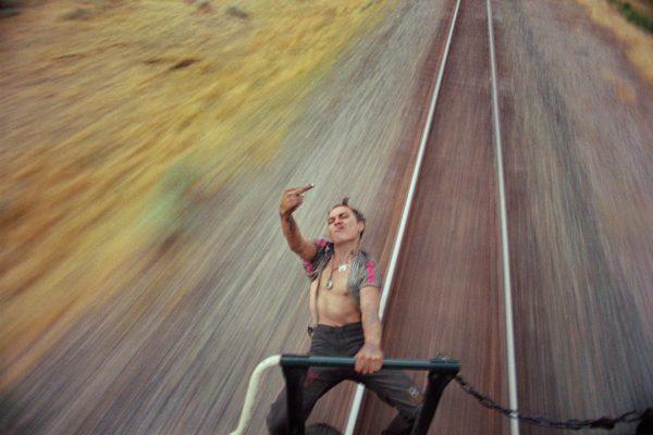 Haupt im Zug Street Photography von Mike Brodie, Road Trip Fotografie