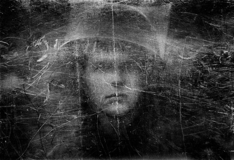 Phillip Jones Griffiths - Soldat vu à travers le bouclier, 1973