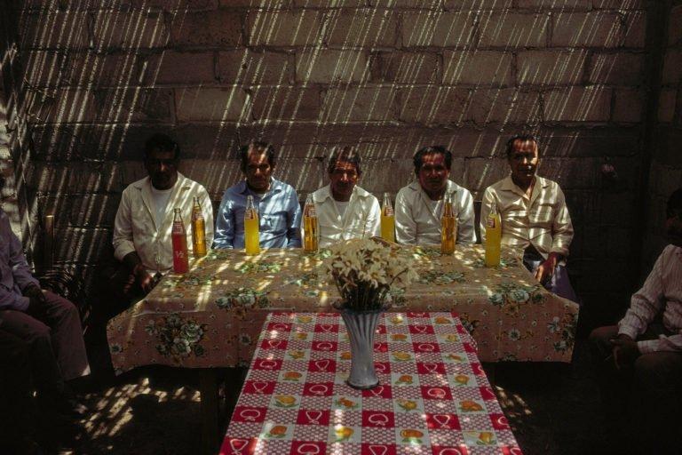 MÉXICO. Oaxaca. 1992. Los líderes comunitarios se reúnen para discutir problemas © David Alan Harvey
