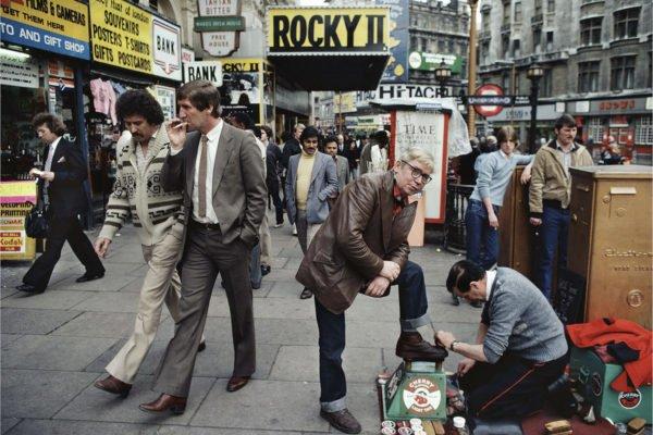 William Klein - Lustrascarpe, Rocky II, ecc. Londra 1981