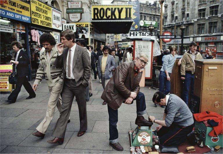William Klein - Cireur de chaussures, Rocky II, etc. Londres 1981