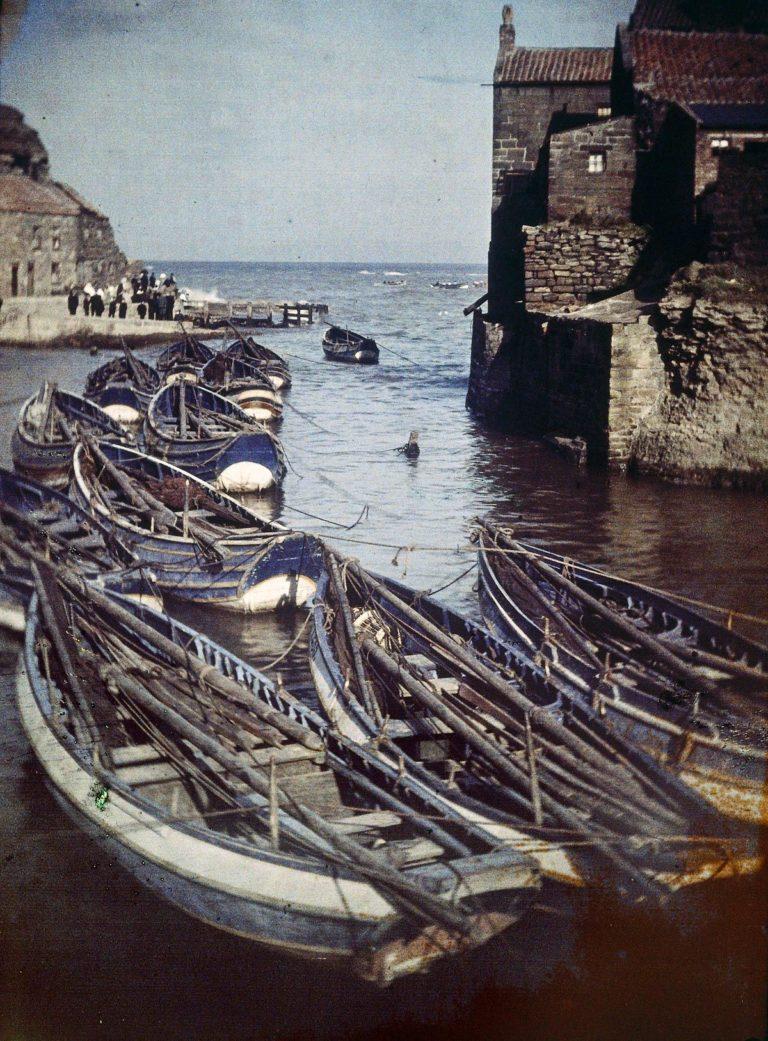 Staithes Harbour, 1915 (image en monochrome) © John Cimon Warburg / Getty Images.