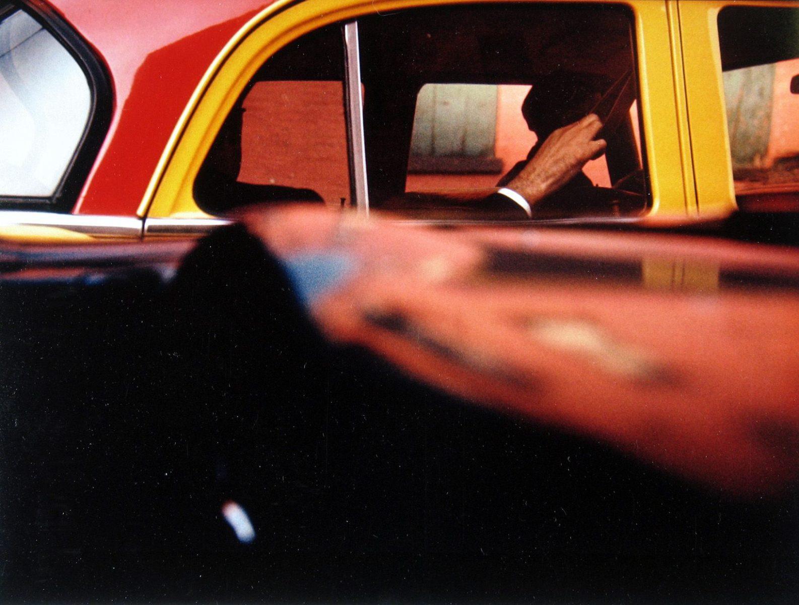Farbfotografie, Taxi, New York, USA, 1957 Foto von Saul Leiter