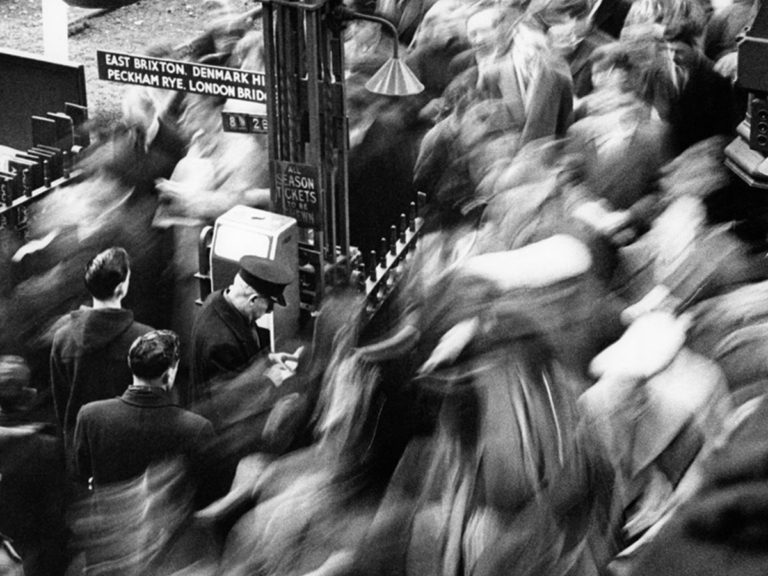 Bob Collins: heure de pointe, gare Victoria, 1960