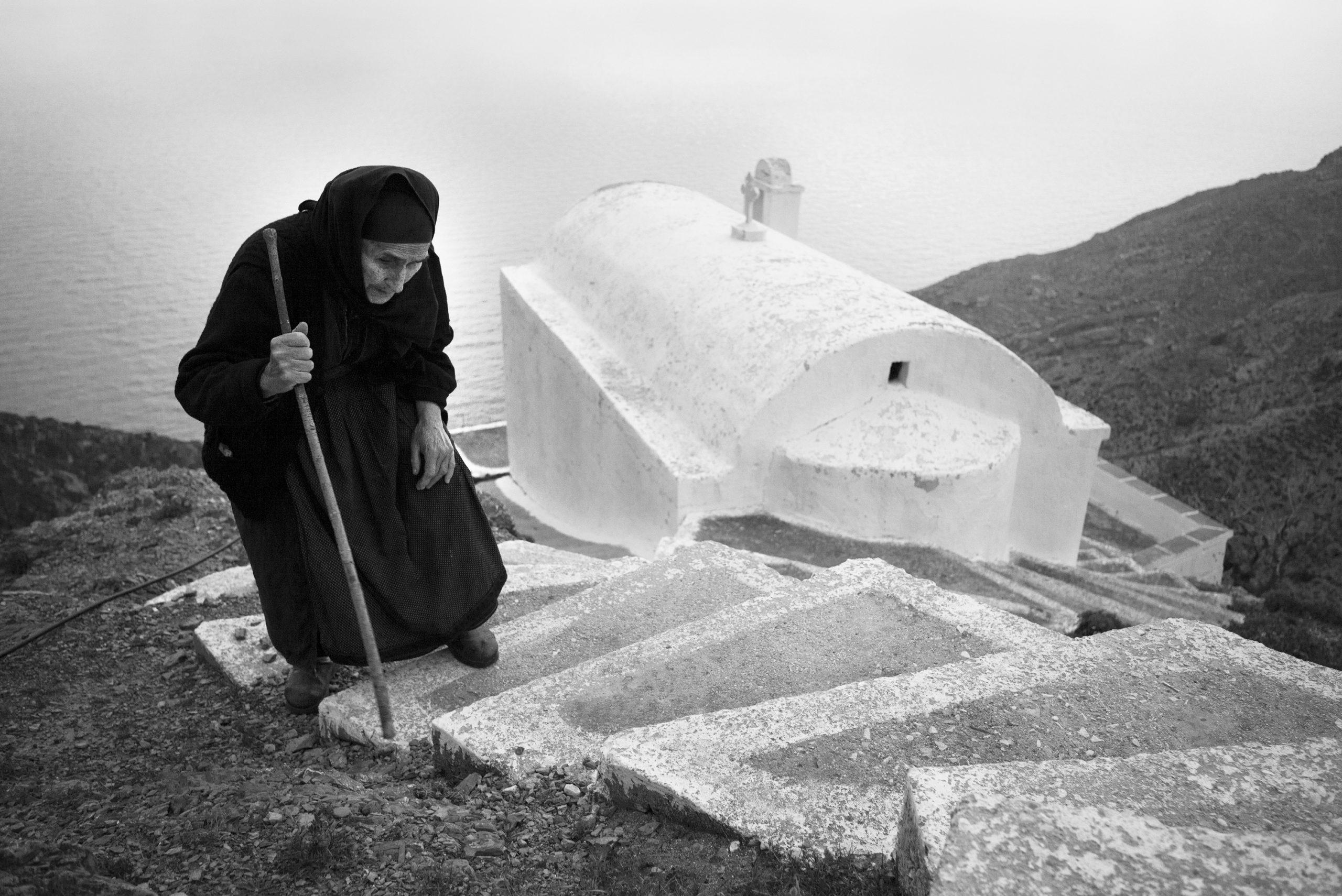 Black & white fotografia cinematografica, ritratto, documentario, donna, Grecia, religione, chiesa