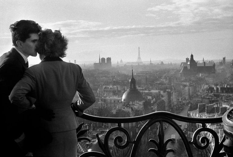 威利·罗尼斯,巴士底狱的恋人,1957 年,巴黎,黑白胶片摄影