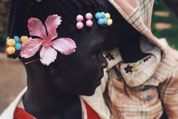 ritratto a colori di una giovane ragazza sudanese del fotografo Ebti Nabag