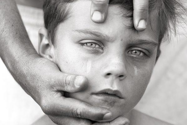 Fotografia ritratto in bianco e nero di un ragazzo di Felice Douglas