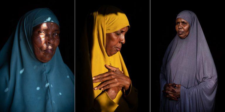 Fotografía en color de retrato de 3 mujeres por Nichole Sobecki, Somalilandia, Somalia