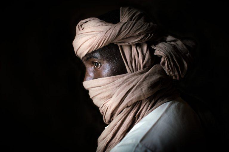 Nichole Sobecki, retrato en color, fotografía, Níger, Sahara, Libia, Contrabandista