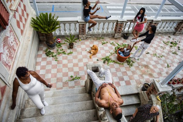 street color photograph of a family shot in Cuba, by Monia Marchionni