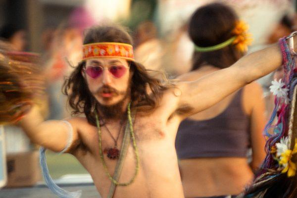 Fotografía en color de Marcus Haney, aficionado a la música en el festival. Del libro FANÁTICOS