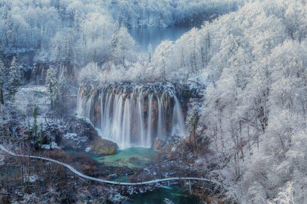 JakaIvančič在克罗地亚的十六湖的彩色风景照片