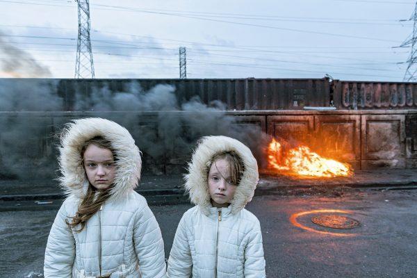 约瑟夫·菲利普·贝维拉德在爱尔兰的两个女孩的彩色街拍