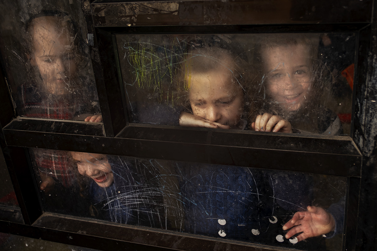 street color photograph of smiling children shot in Bnei Brak, Israel, by Orna Naor