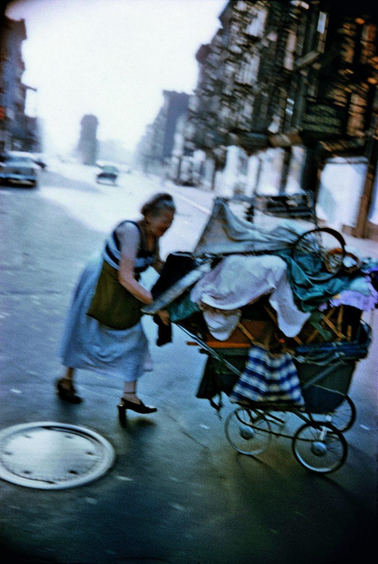Fotografía en color de Bruce Davidson, Nueva York, street photography, Lower East Side, 1957