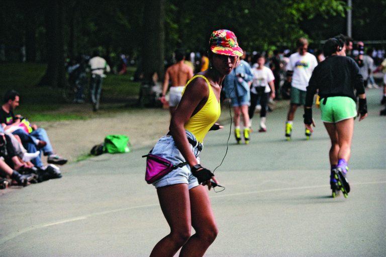 Fotografía en color de Bruce Davidson, Central Park, Nueva York, 1991, patinadores