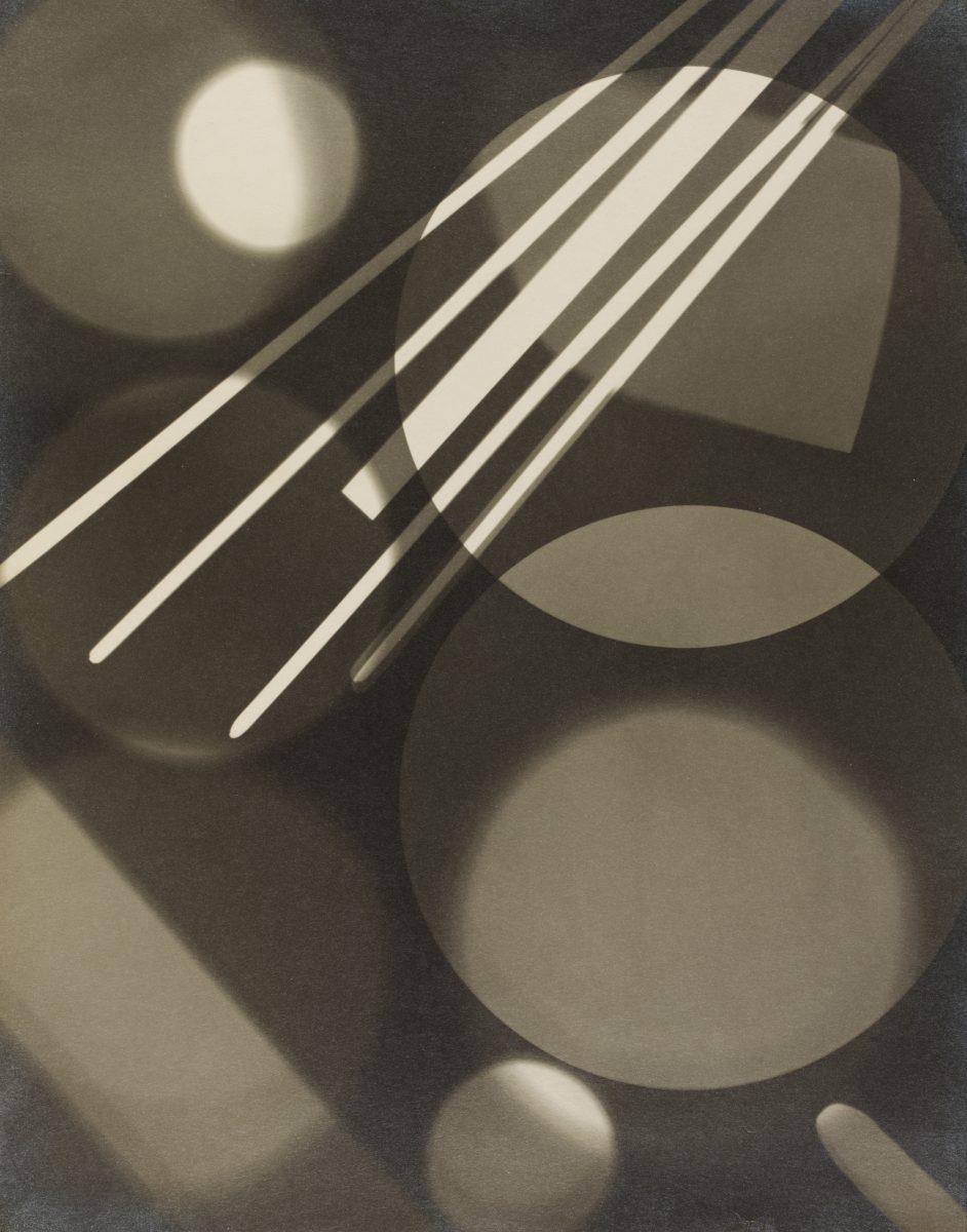 Abstrakte Schwarz-Weiß-Komposition von Curtis Moffat, um 1925. Formen, Licht, Fotogramme, Rayogramm