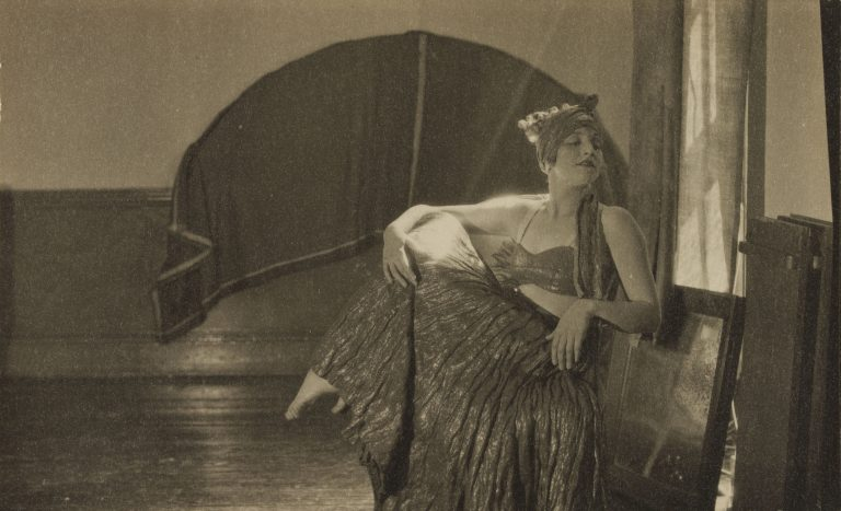 柯蒂斯·莫法特 (Curtis Moffat) 的黑白肖像,霍夫曼小姐,女人,c.1925-30