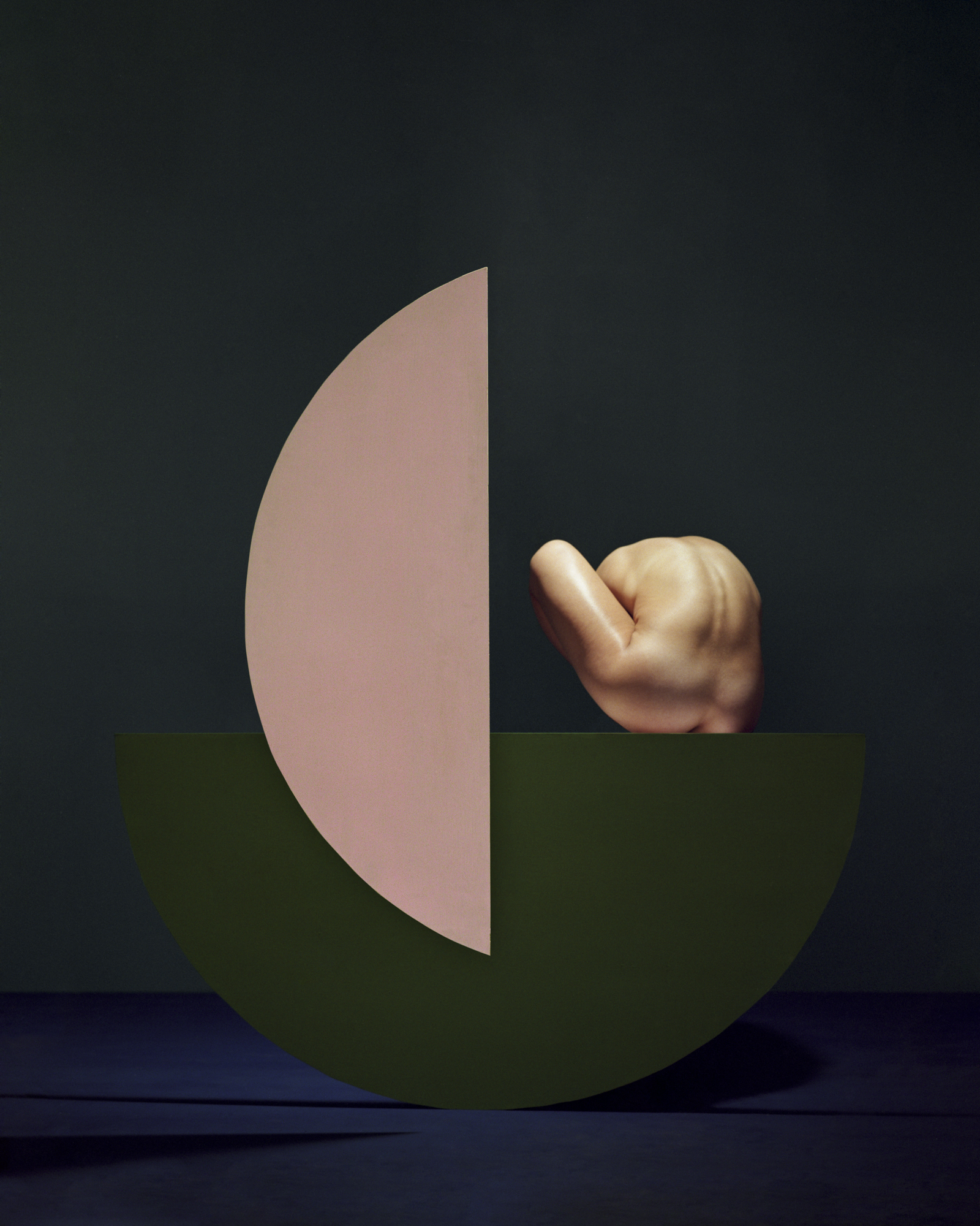 Rodrigo Chapa 人体和彩色几何形状的彩色抽象照片